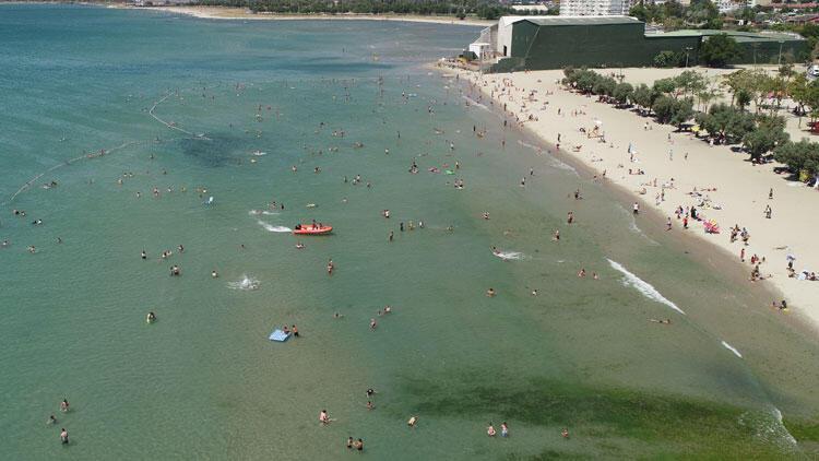 Bayramda İstanbullular Menekşe plajına akın etti