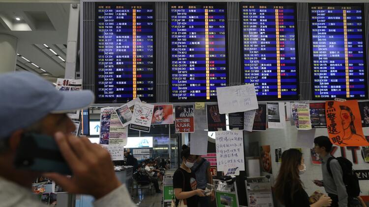 Hong Kong Uluslararası Havalimanı'nda uçuşlar tekrar başladı