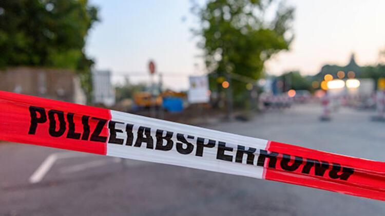 Bankta oturan iki Türk kadına 'Almanca konuşun' diyerek saldırdı