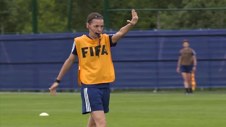 Stephanie Frappart kimdir? Süper Kupa finalini yöneterek tarihe geçecek