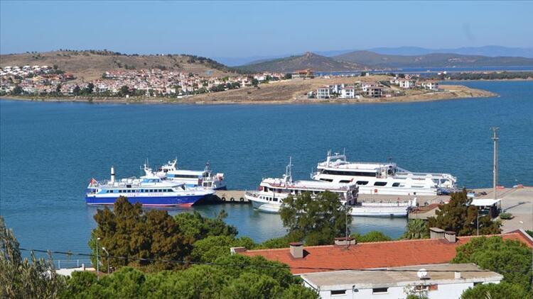 Yunanistan'ın Semadirek Adası'nda mahsur kalan turistlerin tahliyesi başladı