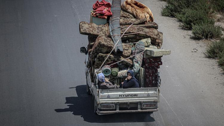 Son dakika... 124 bin sivil, Suriye-Türkiye sınırındaki kamplara göç etti
