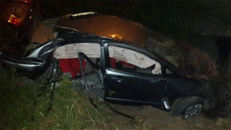 16 yaşındaki şoför şarampole uçtu! 1'i ağır 4 yaralı...