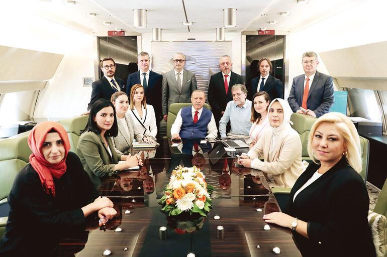 3 maddede uçaktaki Erdoğan'ın Babacangillere bakışı