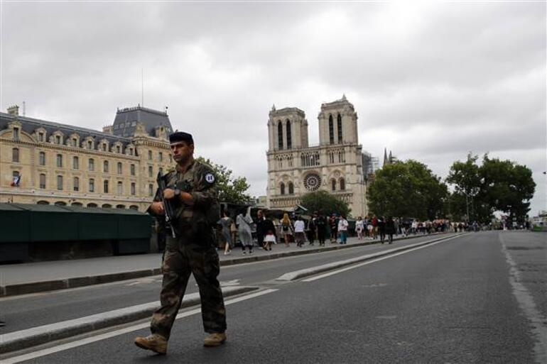 Fransa'nın Alman işgalinden kurtuluşunun 75'inci yıl dönümü kutlandı