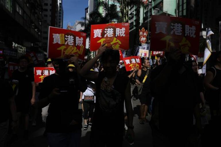 Çinli elçiden İngiliz siyasetçilere Hong Kong tepkisi