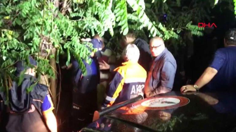 Araç baraja uçtu: 5 kişiden 4ü kayıp