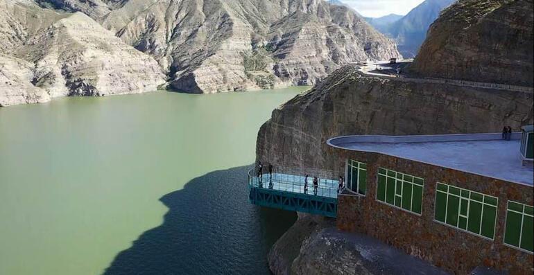 Türkiyenin en uzunu Yerli yabancı turist akın ediyor