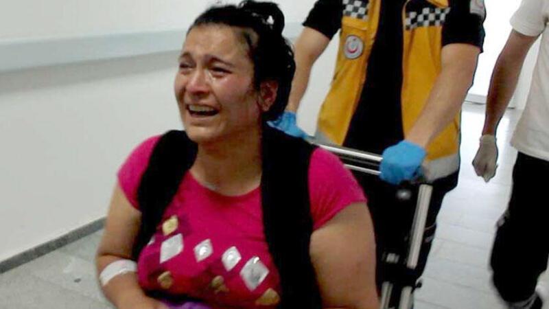 Balkonda düşüp yaralanan çocuğu için gözyaşlarına boğuldu
