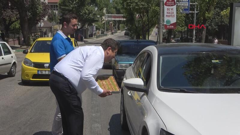 Trafik magandası baklavacıya Bursalı baklavacılardan tepki