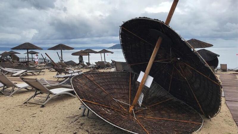 Yunanistan'ı fırtına vurdu