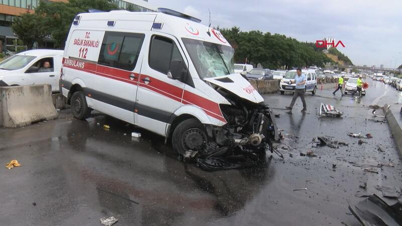 D-100 Karayolu'nda ambulans kaza yaptı: 3 yaralı