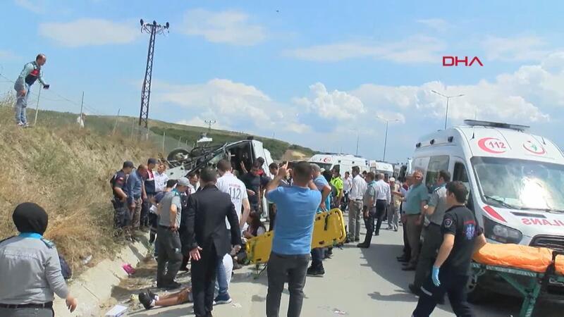 Kuzey Marmara Otoyolundan minibüs devrildi