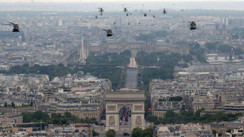 """Fransa'da """"14 Temmuz Ulusal Bayramı"""" kutlamaları"""