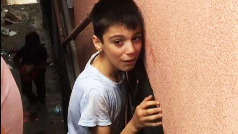 Kağıthane'de koluna demir saplanan çocuk itfaiye ekiplerince kurtarıldı
