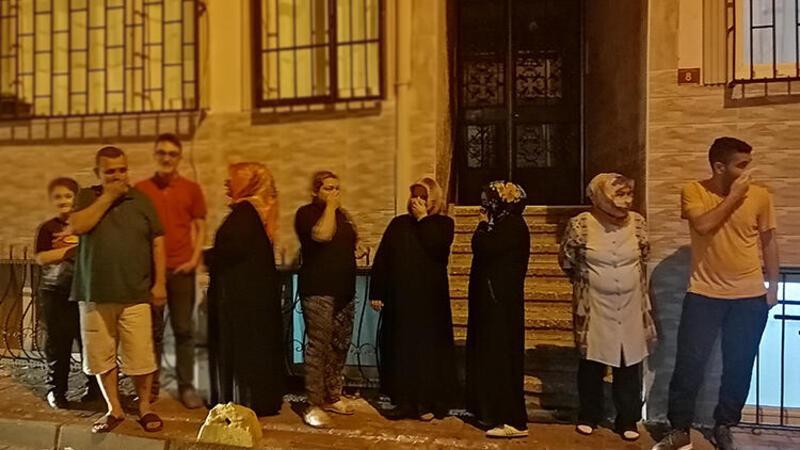 Ceset çıkan binada vatandaşların koku çilesi devam ediyor