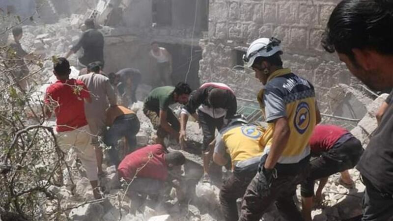 Rus uçakları İdlib'deki pazar yerini vurdu