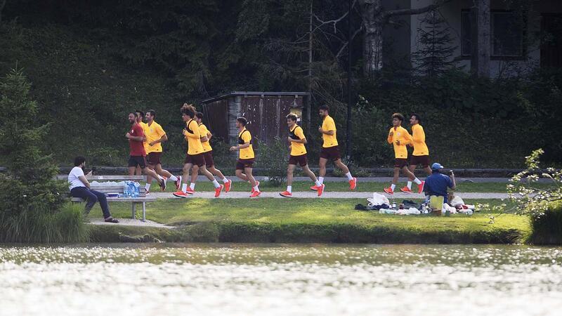 Galatasaray göl kenarında koştu