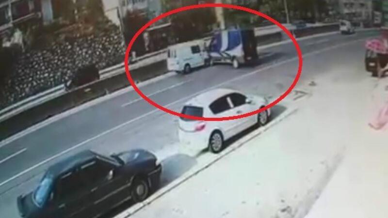 Market önündeki araç, kayarak kazaya neden oldu