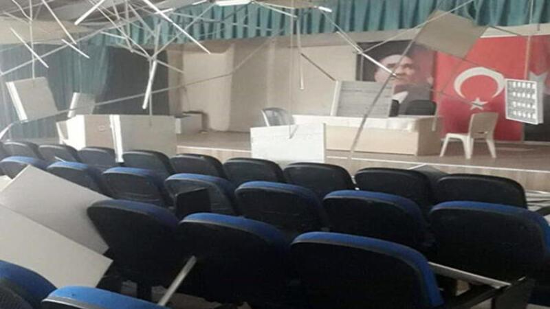 Bozkurt Belediyesi binasının dış duvarı yıkıldı