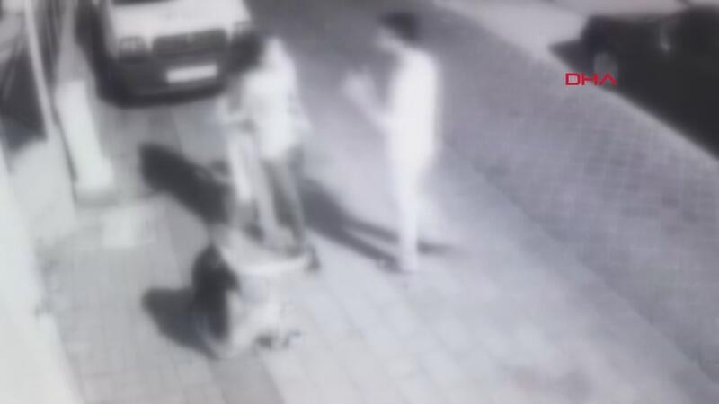 Çıplak ayakla peşinden koşup yakaladığı taciz şüphelisini polise teslim etti