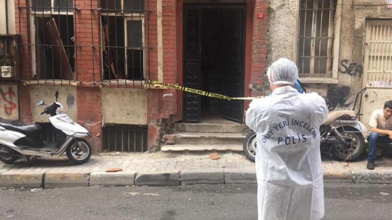 Beyoğlu'nda metruk bir binada erkek cesedi bulundu