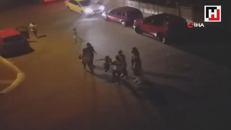 Küçük çocuğa babadan sokak ortasında dayak