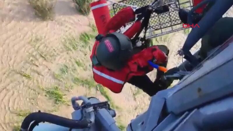 Terme'de selde mahsur kalan 17 kişi helikopterle tahliye edildi