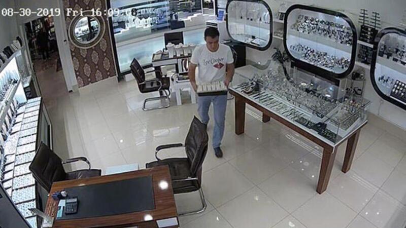 Antalya'da çalıştığı işyerinden 1,5 kilogram altın çalan şüpheli yakalandı