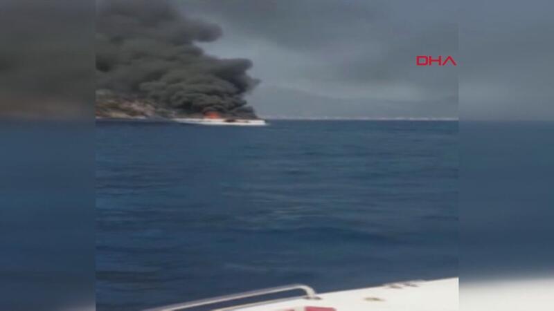 Marmaris açıklarında teknede yangın çıktı